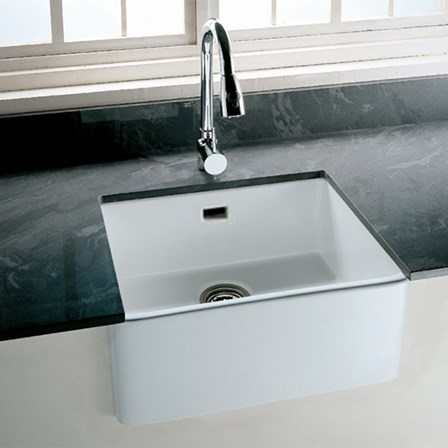 A single bowl belfast kitchen sink